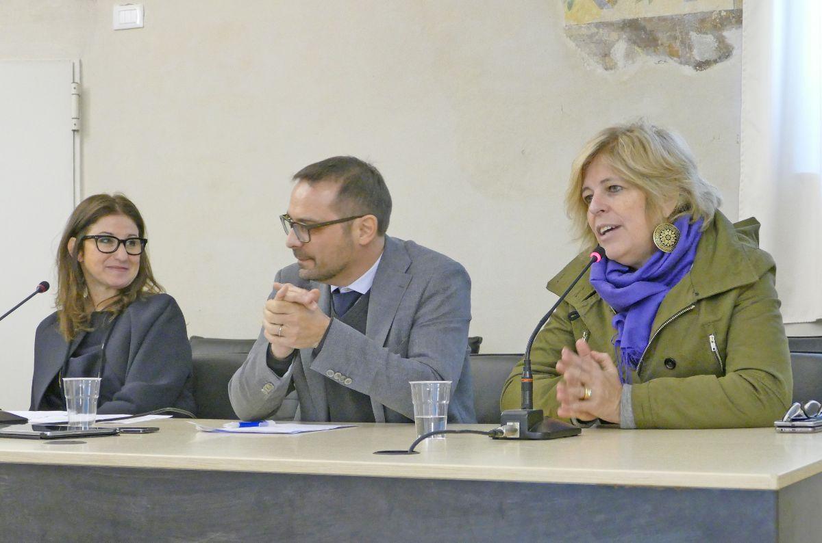 Al tavolo da sinistra: la presidente Michela Giuggia, Alessandro Bollo e l'assessore regionale Antonella Parigi