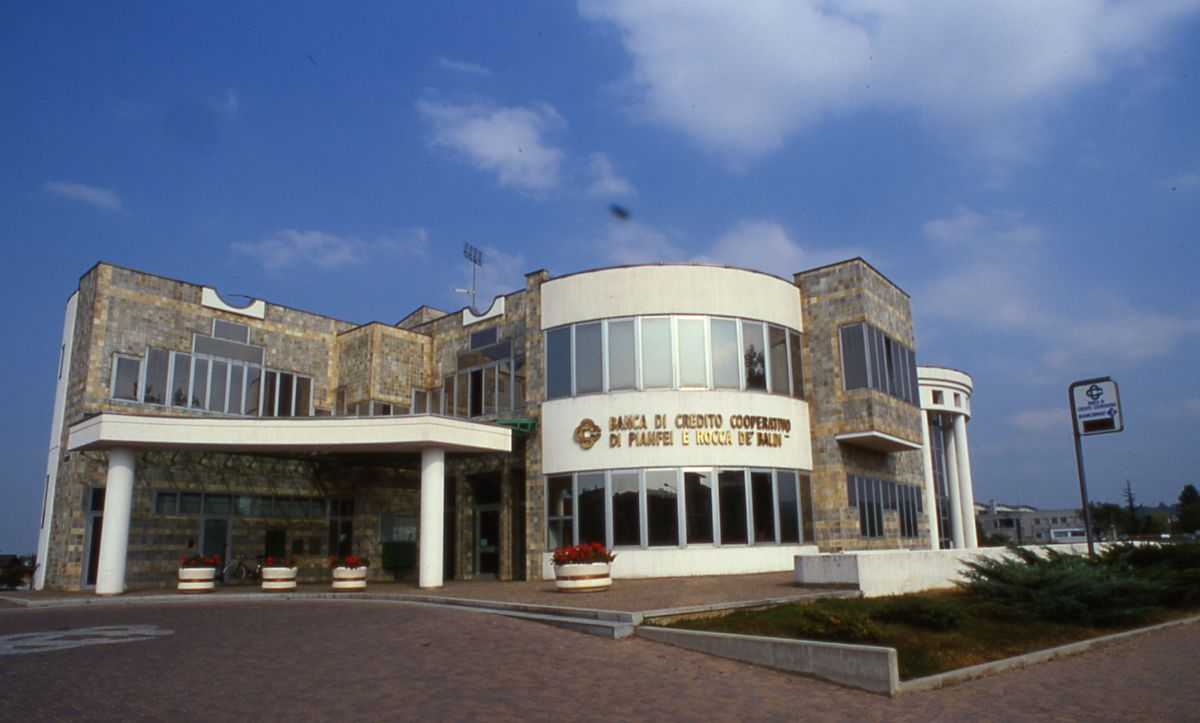 La sede della Bcc di Pianfei