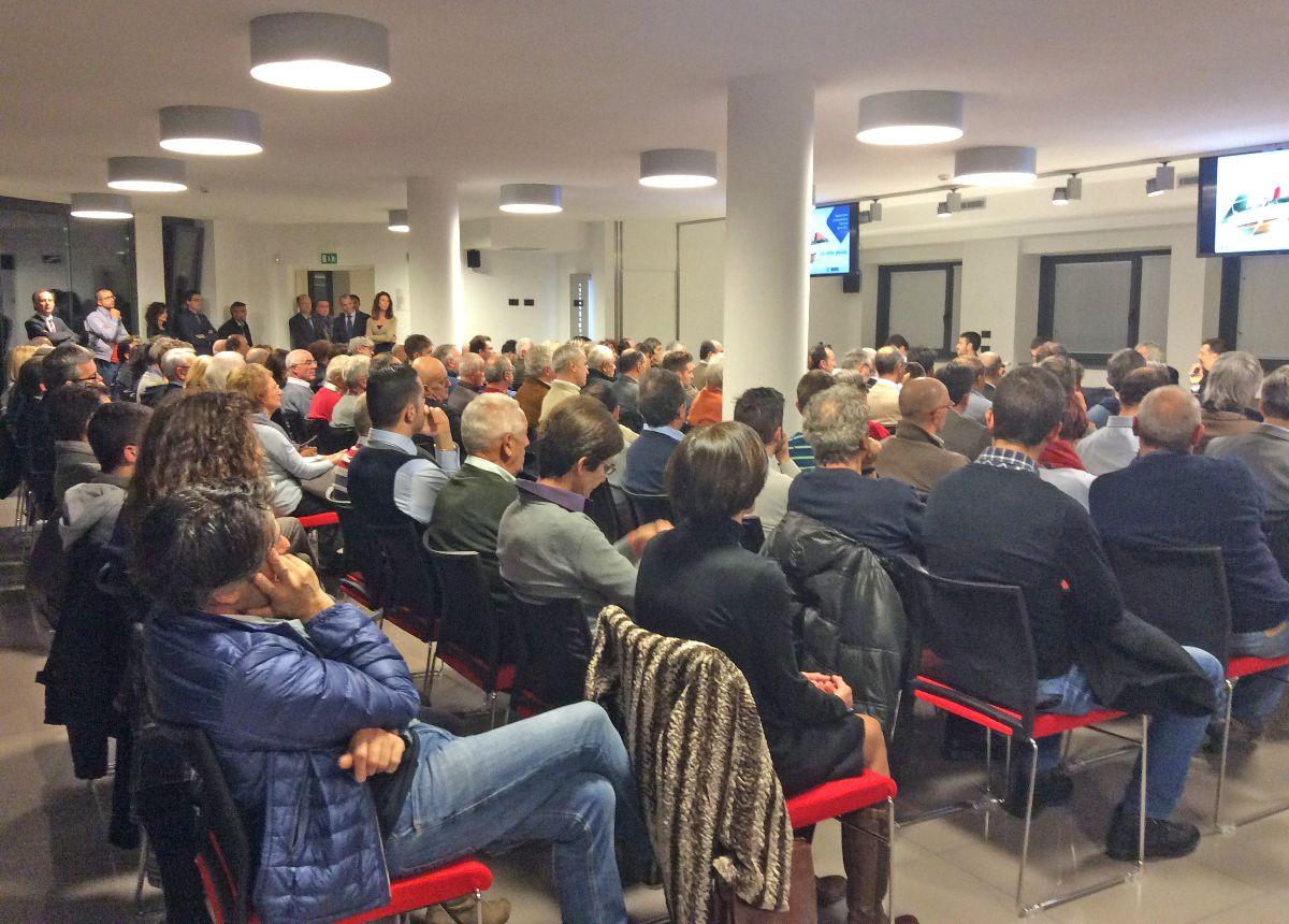 Sala della Cittadella gremita per una precedente conferenza alla Banca di Caraglio