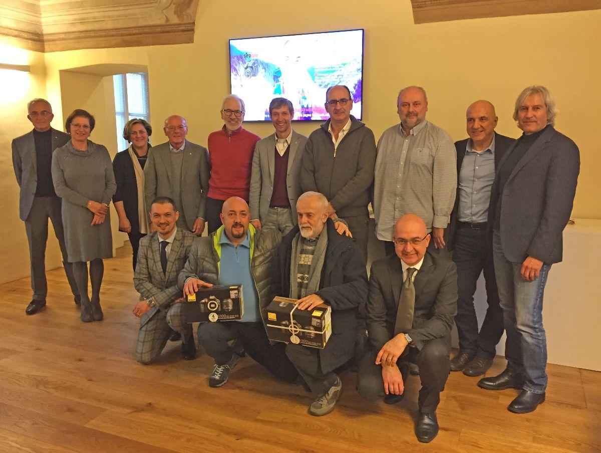 """Premiati i vincitori del concorso """"Scatta e Vinci"""" della Banca di Caraglio"""