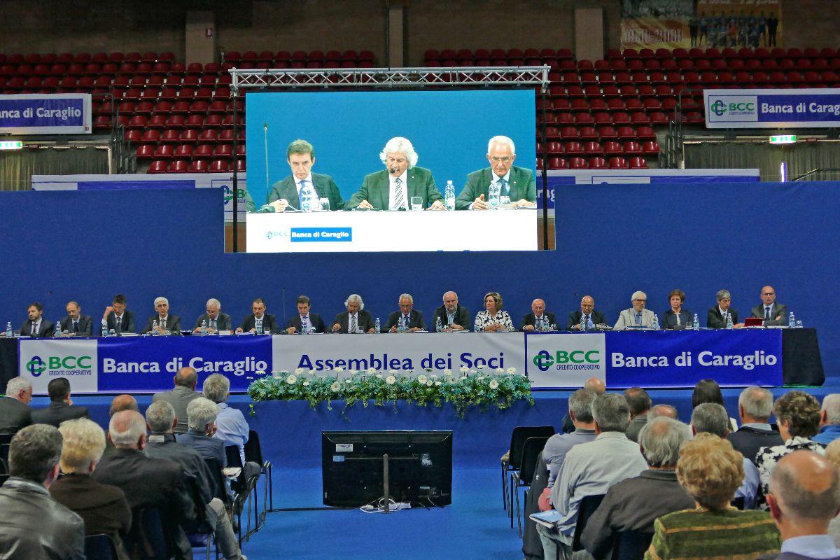 Un momento dell'assemblea della Banca di Caraglio