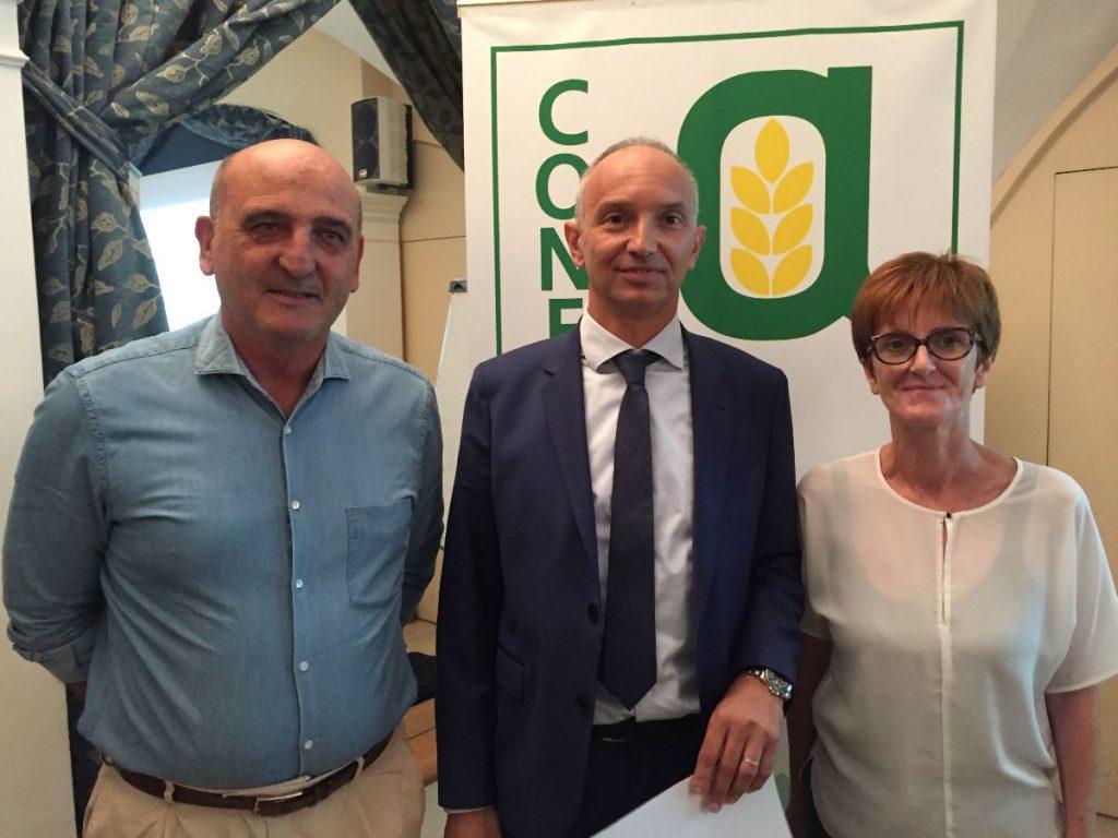Il presidente di Confagricoltura Piemonte, Enrico llasia, al centro con Paolo Dentis e Paola Battioli