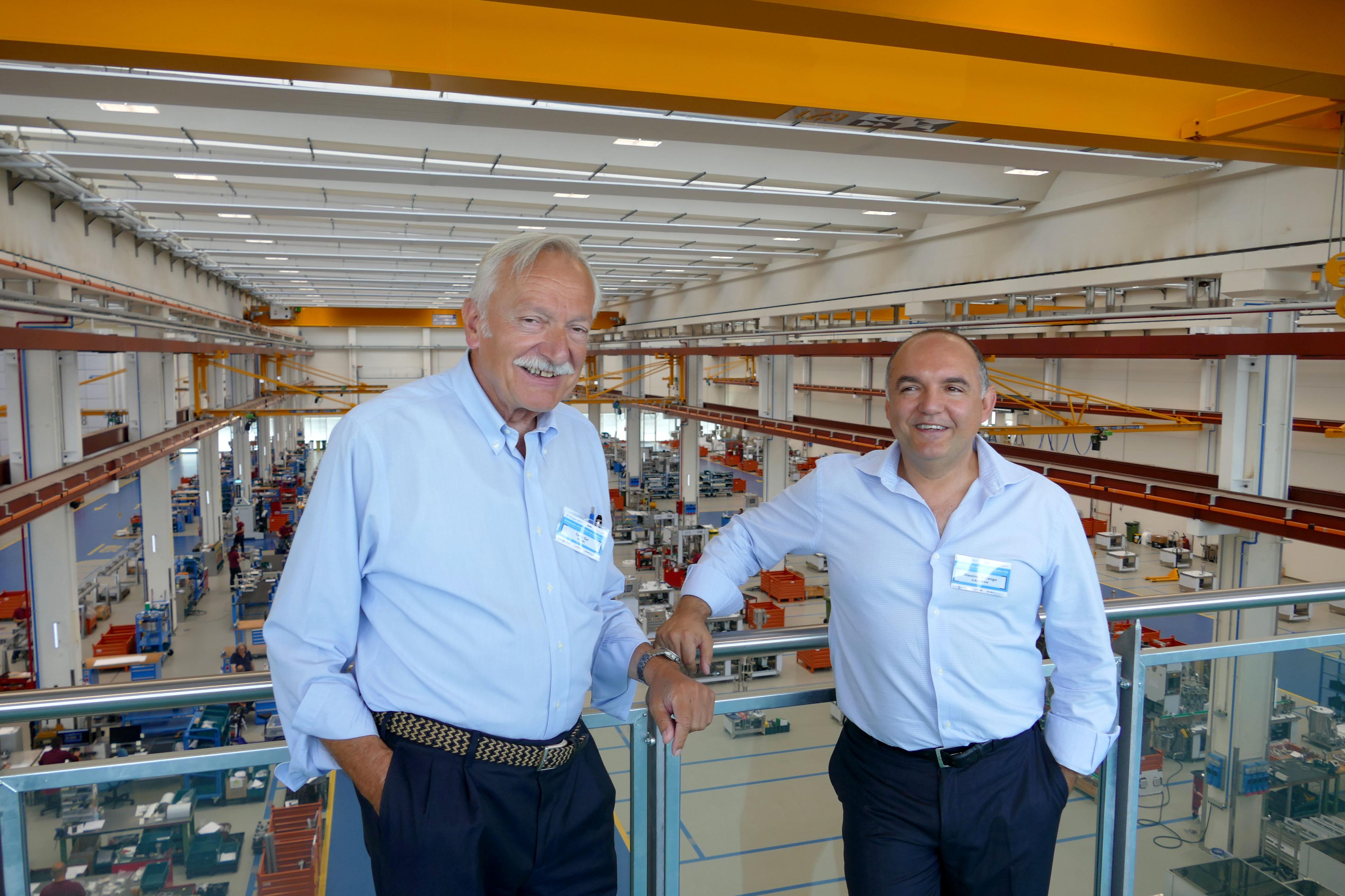 """best sneakers f4e7e d6178 La prima """"smart factory"""" italiana autoproduce il 93% dell ..."""