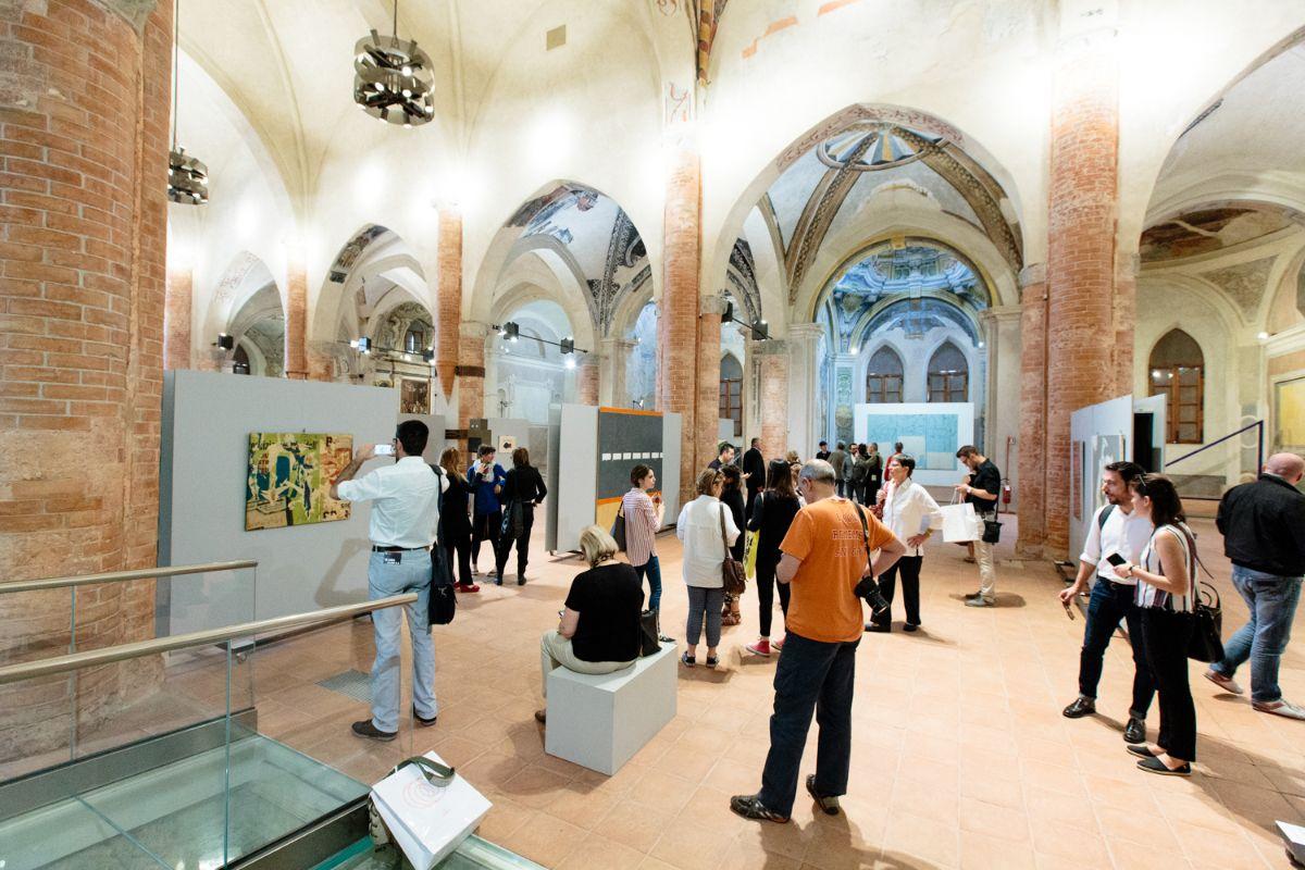"""Un'immagine della mostra """"Io non amo la natura"""" in corso nell'ex chiesa di San Francesco a Cuneo"""