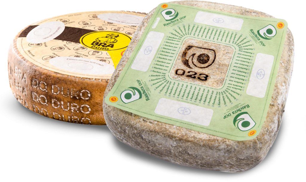 Forme di Bra e Raschera, tipici formaggi prodotti dai caseifici di Scarnafigi e non solo