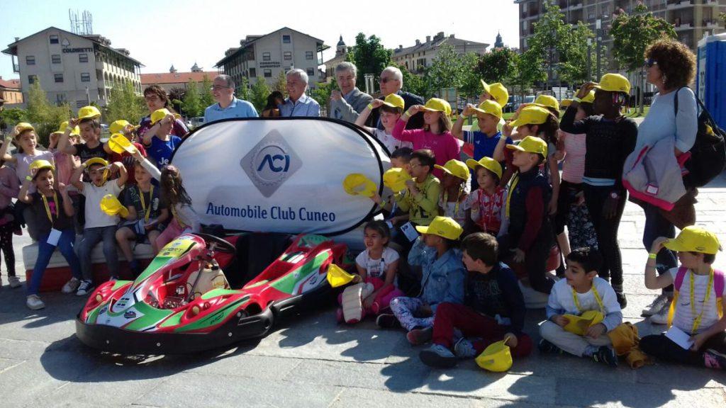 FotoGruppo_Bambini Karting in piazza
